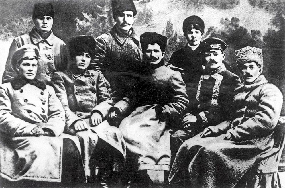 Chỉ huy vĩ đại bậc nhất Liên Xô: Cái chết và cuộc đời bí ẩn làm Stalin không thể ngồi yên - Ảnh 2.