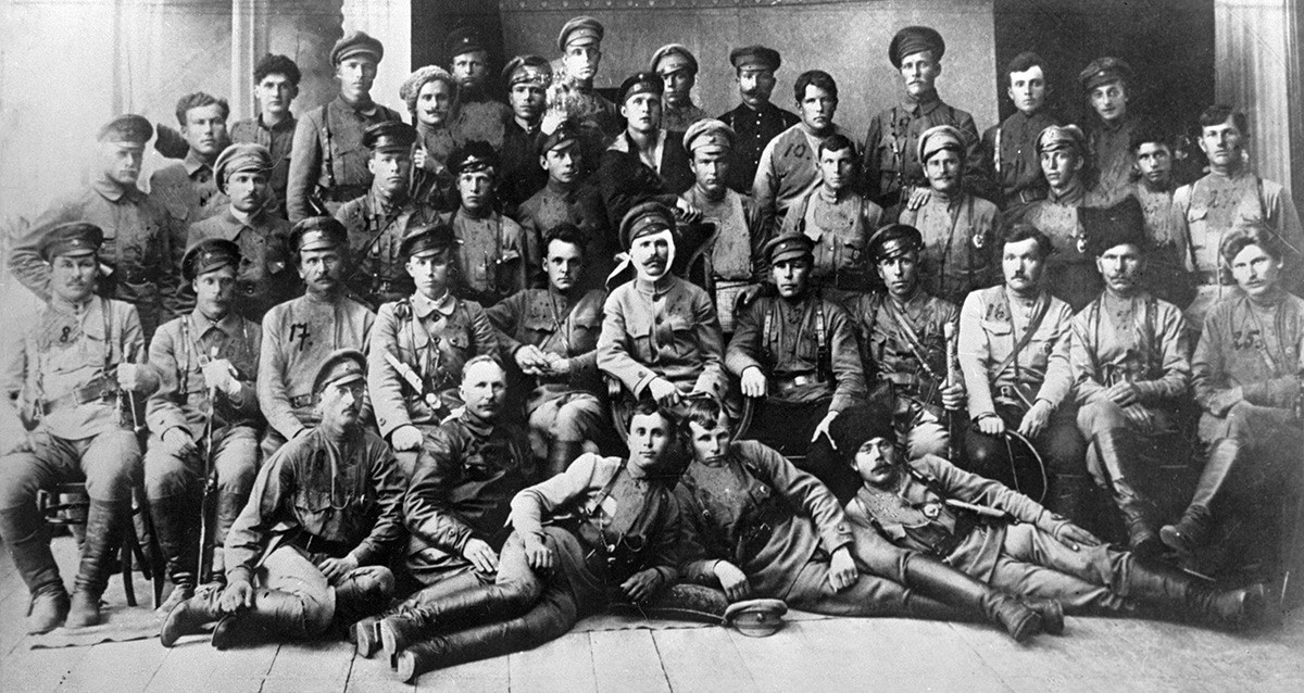 Chỉ huy vĩ đại bậc nhất Liên Xô: Cái chết và cuộc đời bí ẩn làm Stalin không thể ngồi yên - Ảnh 5.