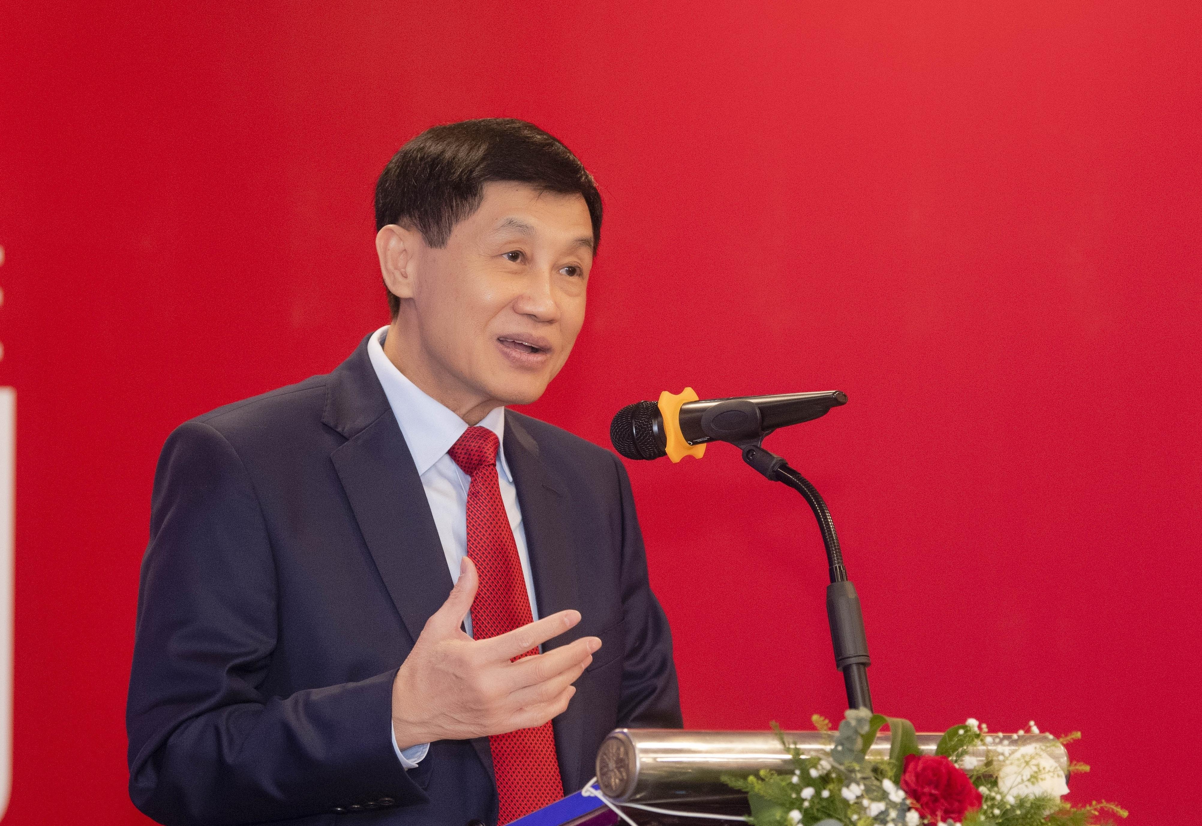 Ông Johnathan Hạnh Nguyễn muốn mở chuỗi cửa hàng miễn thuế dưới phố - Ảnh 1.