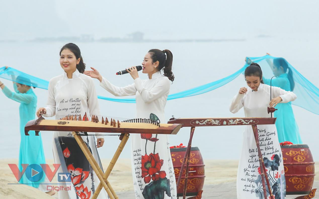 Độc đáo Festival áo dài Quảng Ninh 2020: Về miền di sản - Ảnh 2.