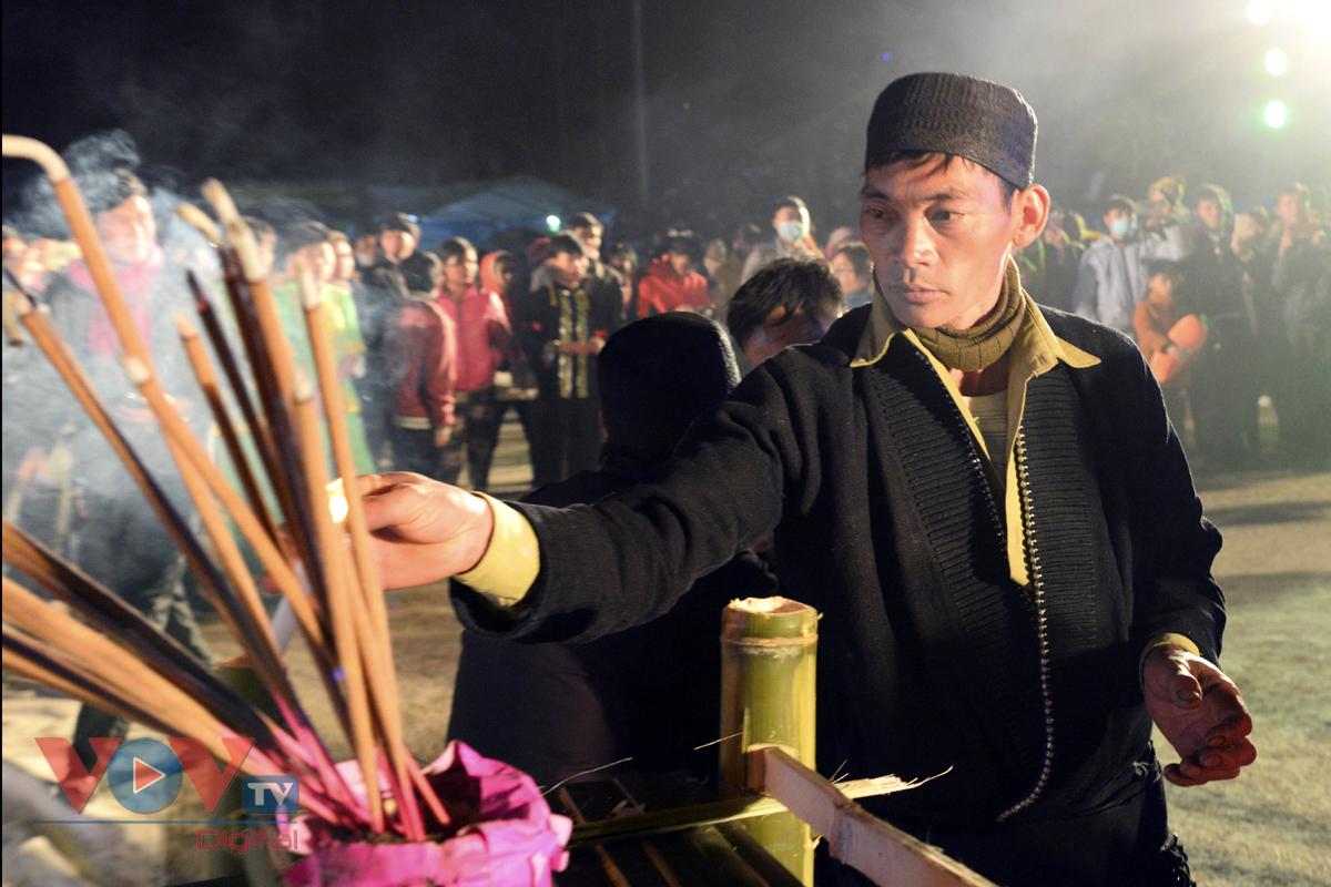 Độc đáo tục nhảy lửa của người Dao đầu bằng Lai Châu - Ảnh 7.