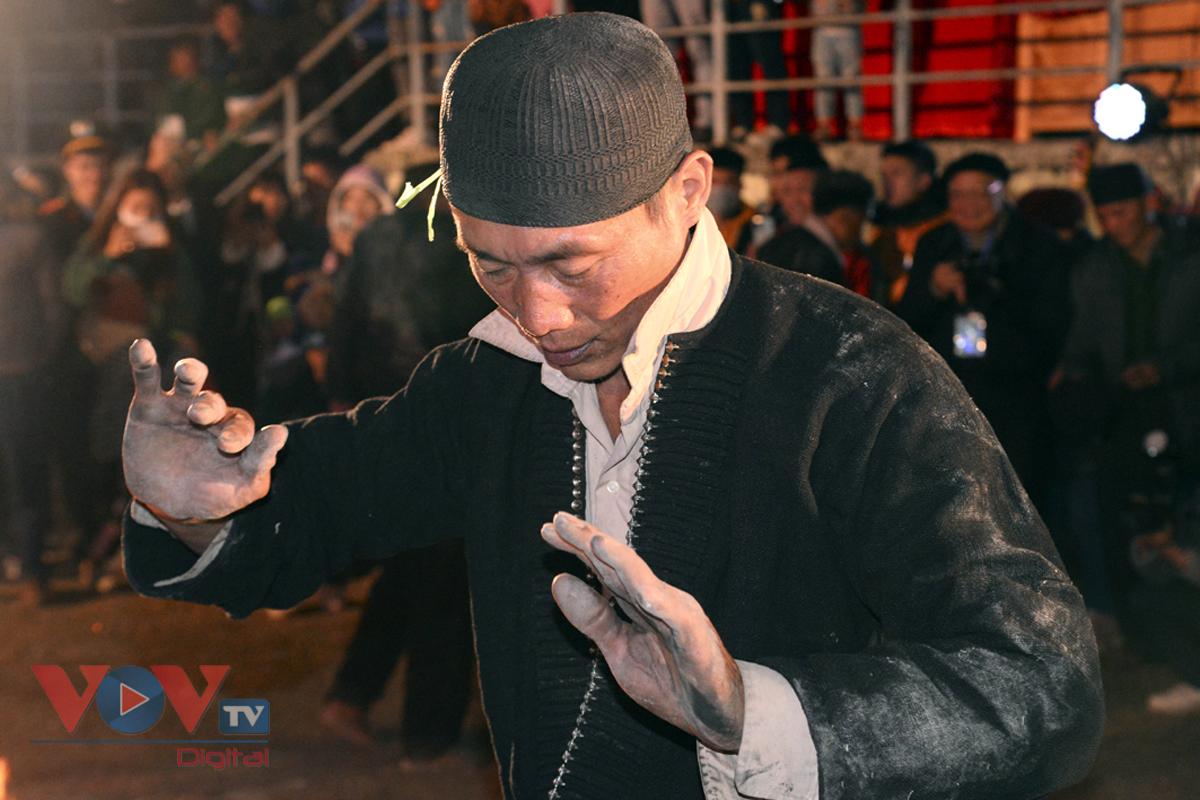 Độc đáo tục nhảy lửa của người Dao đầu bằng Lai Châu - Ảnh 15.
