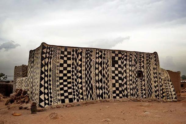 Ngôi làng lưu giữ văn hóa trên từng bức tường - Ảnh 3.