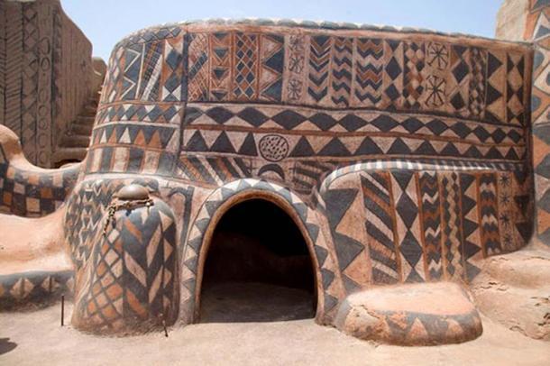 Ngôi làng lưu giữ văn hóa trên từng bức tường - Ảnh 6.