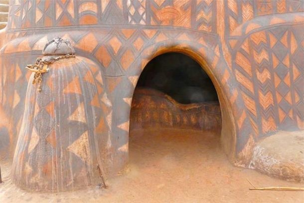 Ngôi làng lưu giữ văn hóa trên từng bức tường - Ảnh 5.