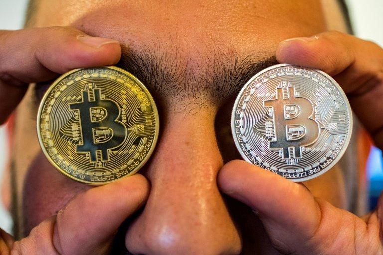 Bitcoin sập giá, nhà đầu tư non trẻ nếm thất bại đầu 2021 - Ảnh 1.