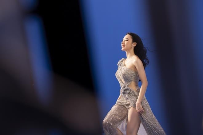 Sau 3 năm rút khỏi showbiz, Angela Phương Trinh tung bộ ảnh kiêu sa, gợi cảm - Ảnh 8.