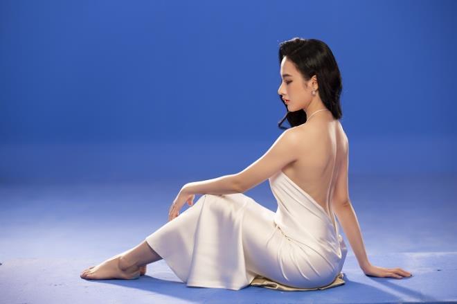 Sau 3 năm rút khỏi showbiz, Angela Phương Trinh tung bộ ảnh kiêu sa, gợi cảm - Ảnh 5.