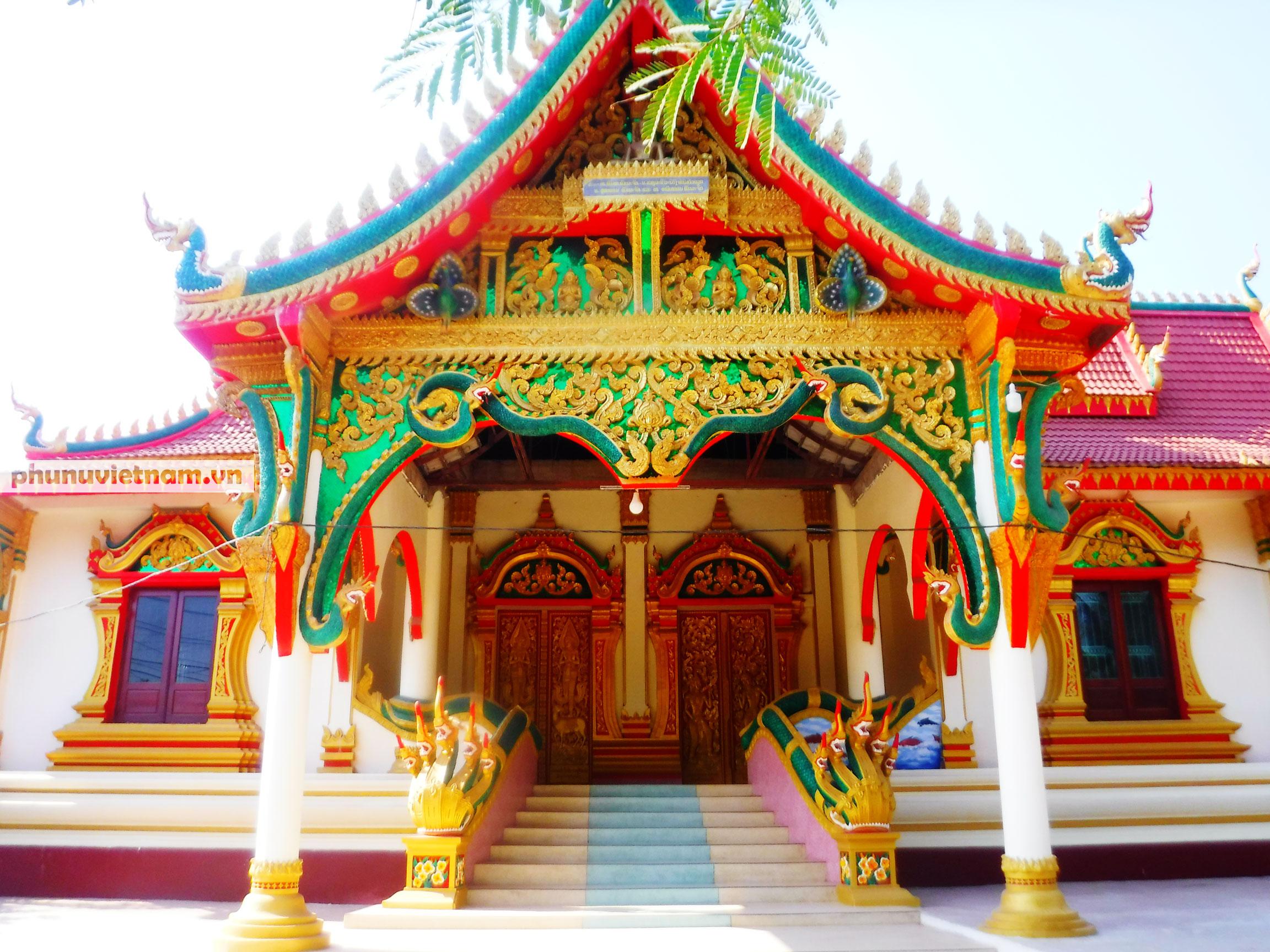 Độc đáo những bức tượng rắn trong chùa ở Viêng Chăn - Ảnh 1.
