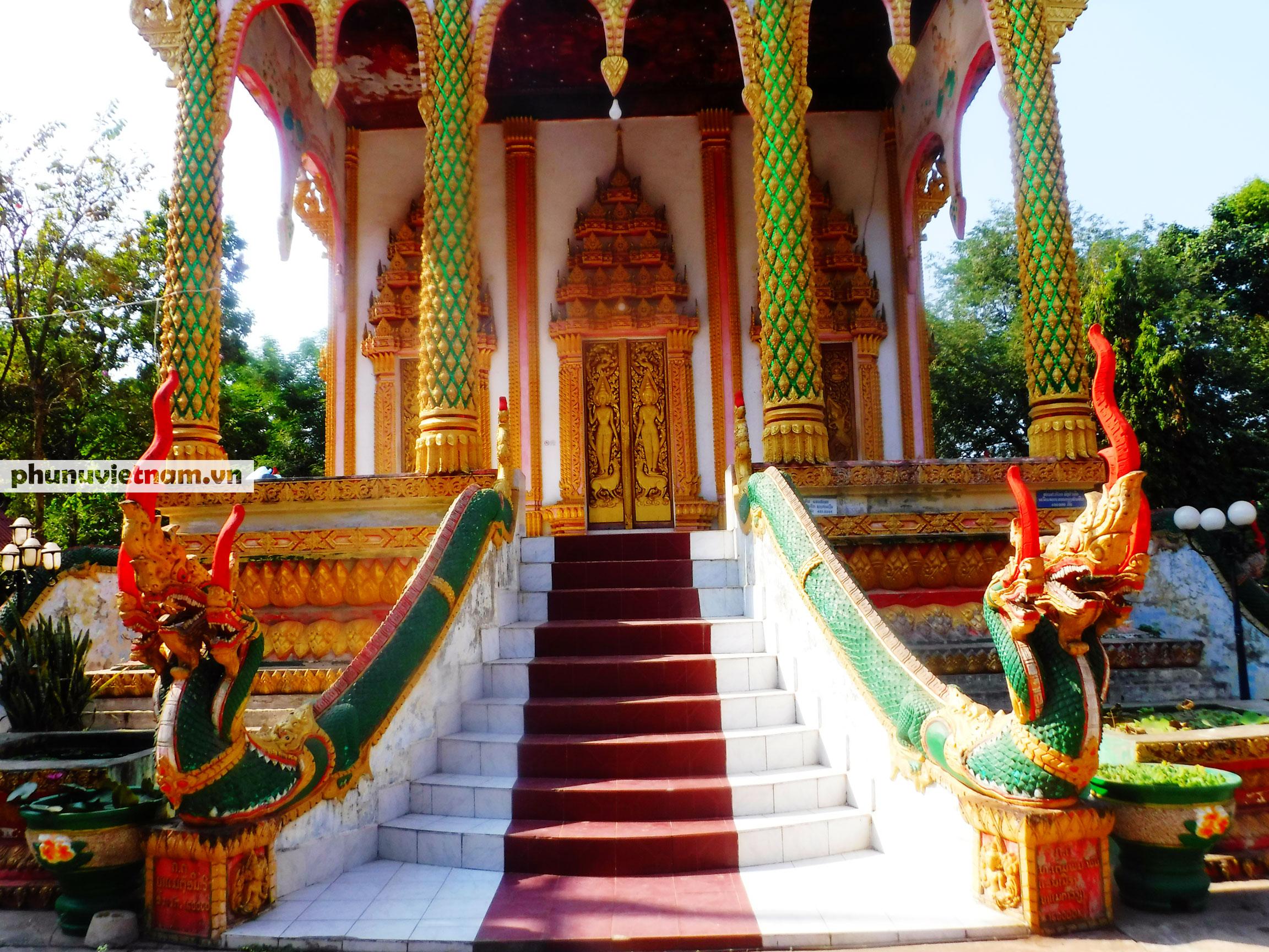 Độc đáo những bức tượng rắn trong chùa ở Viêng Chăn - Ảnh 3.