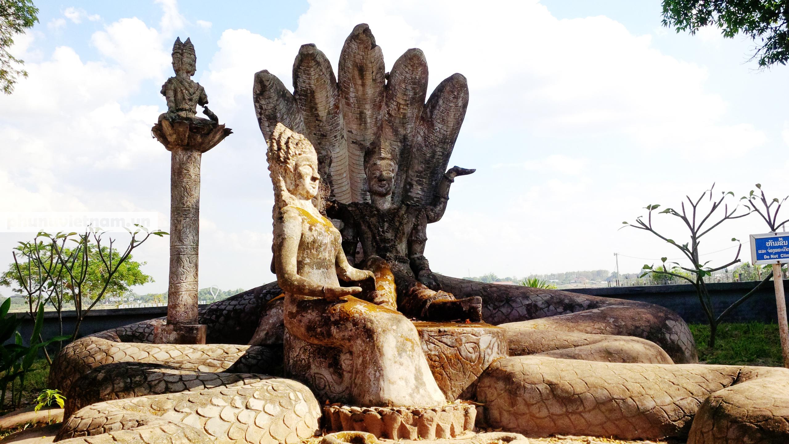 Độc đáo những bức tượng rắn trong chùa ở Viêng Chăn - Ảnh 5.