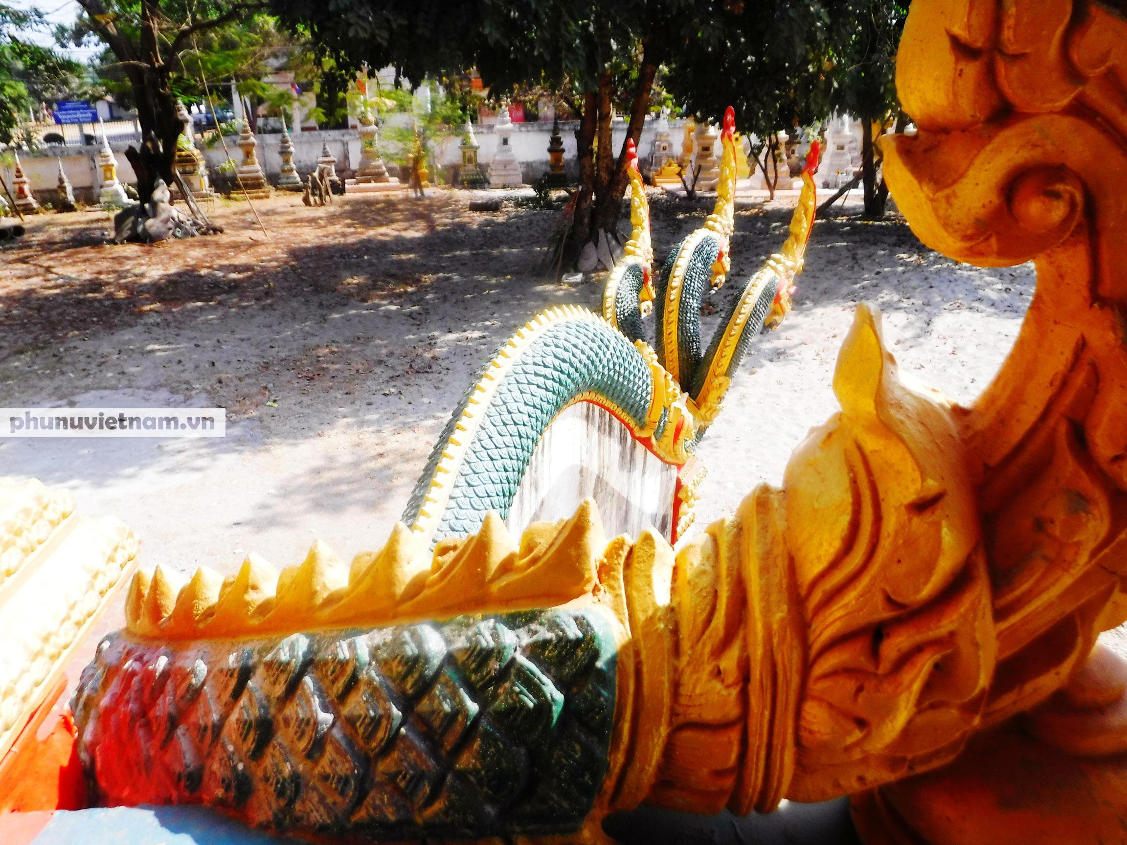 Độc đáo những bức tượng rắn trong chùa ở Viêng Chăn - Ảnh 6.