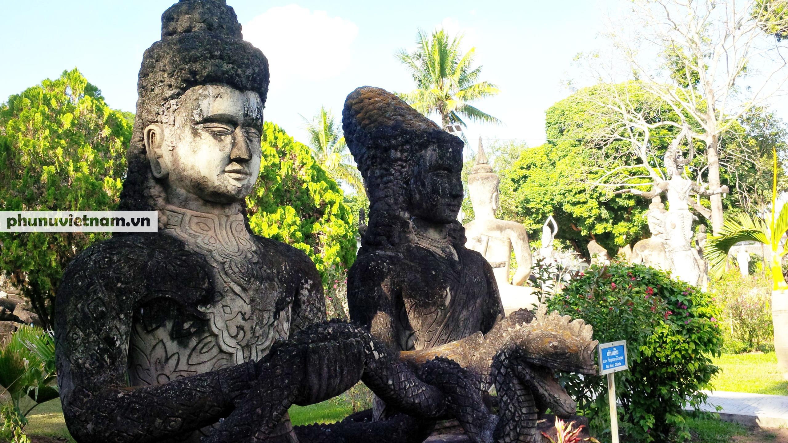 Độc đáo những bức tượng rắn trong chùa ở Viêng Chăn - Ảnh 8.