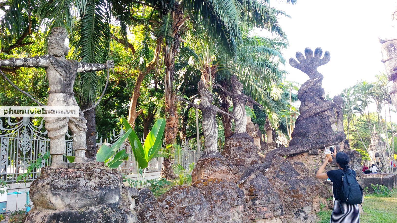 Độc đáo những bức tượng rắn trong chùa ở Viêng Chăn - Ảnh 9.