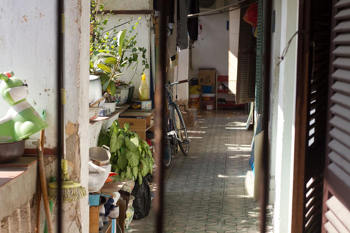 Người dân Thủ đô sống thấp thỏm trong những khu tập thể 'chờ sập' - Ảnh 7.
