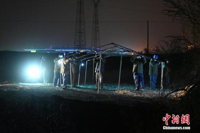 Trung Quốc: Thạch Gia Trang gấp rút xây dựng trung tâm cách ly tập trung Covid-19 - Ảnh 2.