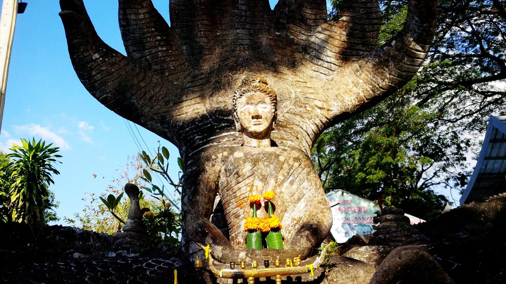 Độc đáo những bức tượng rắn trong chùa ở Viêng Chăn - Ảnh 4.