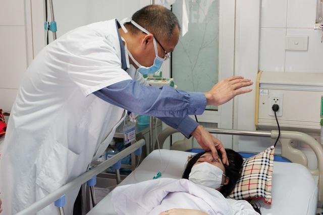 Cô gái 21 tuổi bị mù mắt sau khi tiêm filler ở spa - Ảnh 1.