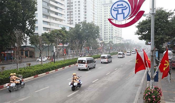 Hà Nội: Xử lý nghiêm người phóng xe máy theo đoàn xe ưu tiên - Ảnh 1.