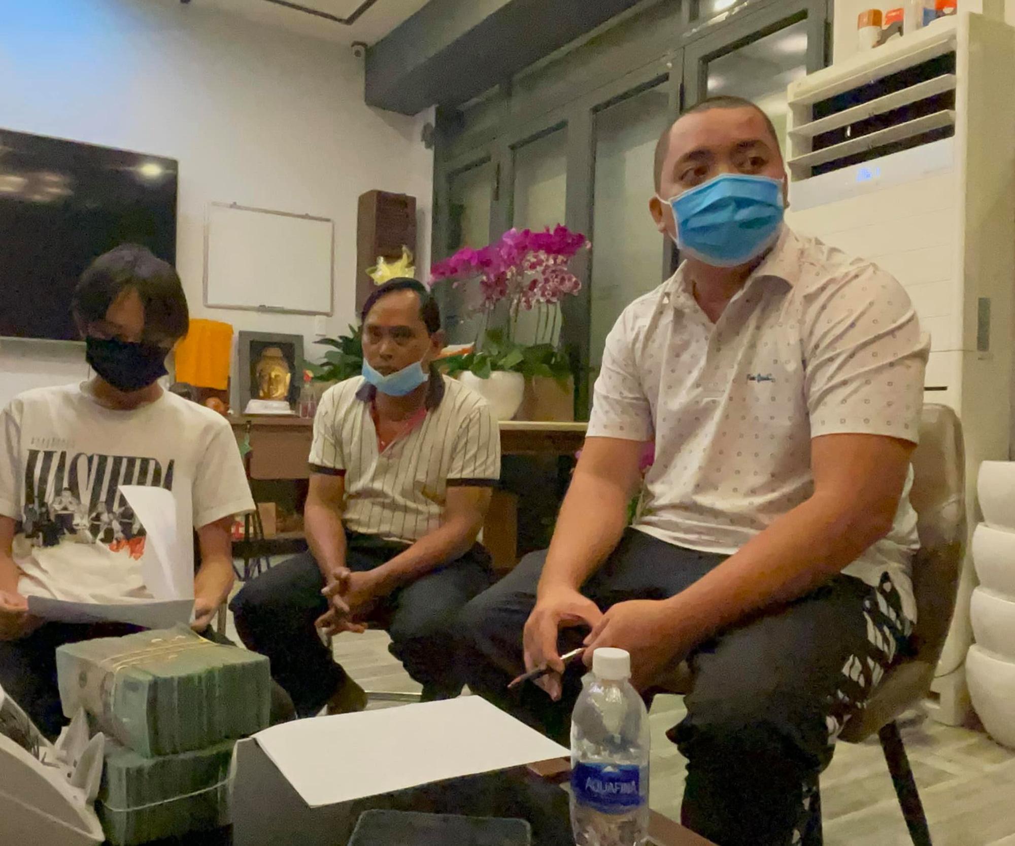 Quản lý Phi Nhung trả tiền và tặng thêm 500 triệu đồng cho Hồ Văn Cường - Ảnh 1.