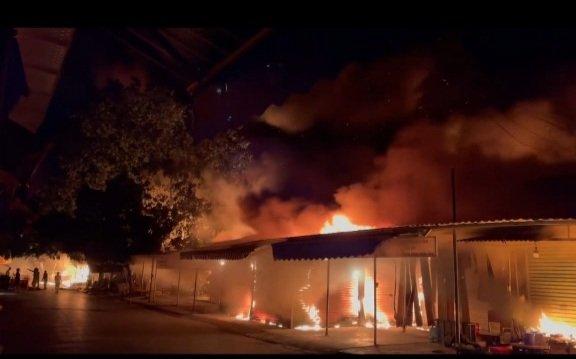 Hải Phòng: Cháy lớn tại Chợ Núi Đèo, hàng trăm ki-ốt bị thiêu rụi - Ảnh 1.