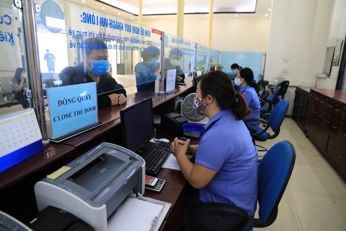 Hàng không, đường sắt 'cháy' vé chặng Hà Nội – TPHCM - Ảnh 3.