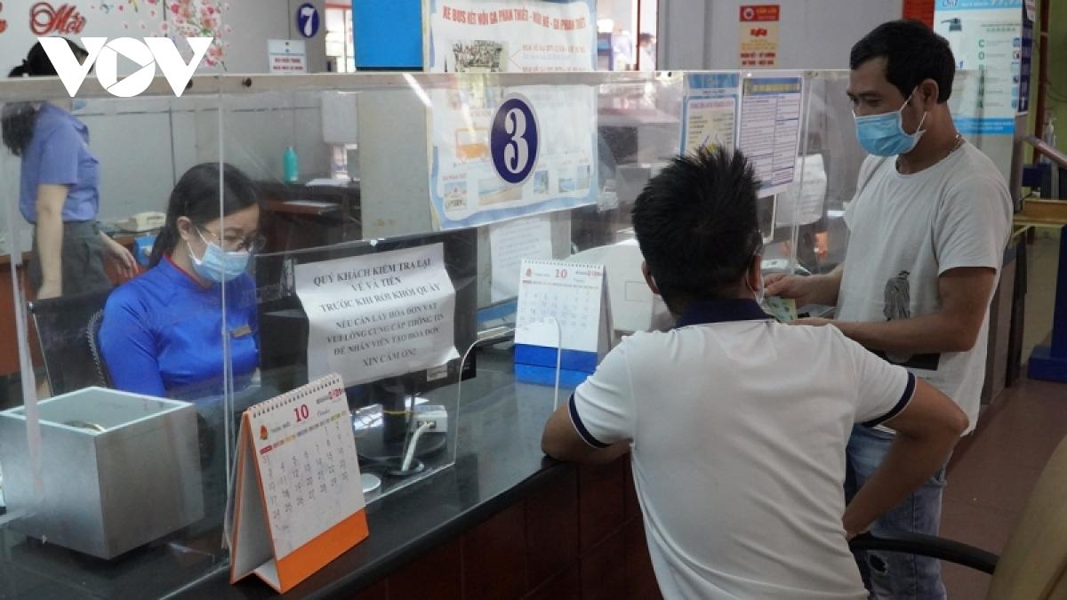 Hàng không, đường sắt 'cháy' vé chặng Hà Nội – TPHCM - Ảnh 2.