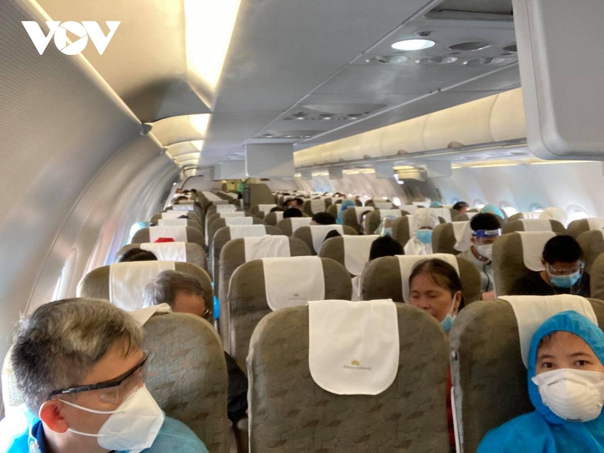 Hàng không, đường sắt 'cháy' vé chặng Hà Nội – TPHCM - Ảnh 5.