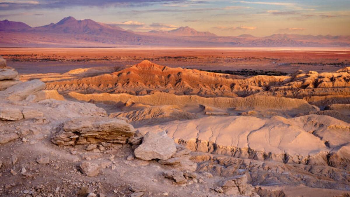 Khám phá những vùng đất khô hạn nhất trên thế giới - Ảnh 1.