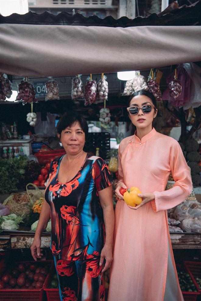 Tăng Thanh Hà diện áo dài sánh bước cùng người mẫu Quang Tuyến - Ảnh 6.