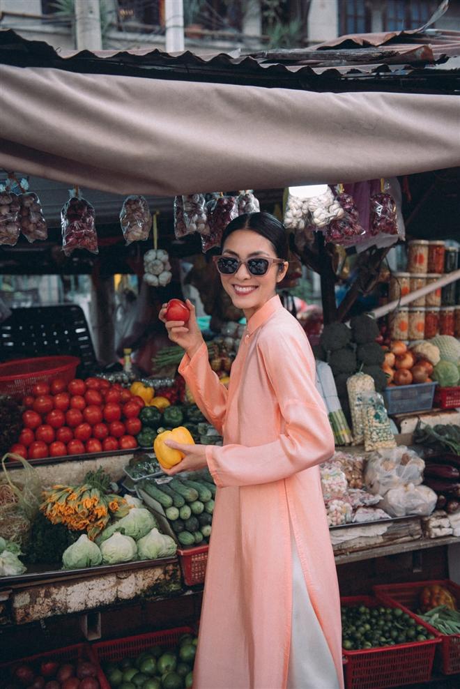Tăng Thanh Hà diện áo dài sánh bước cùng người mẫu Quang Tuyến - Ảnh 10.
