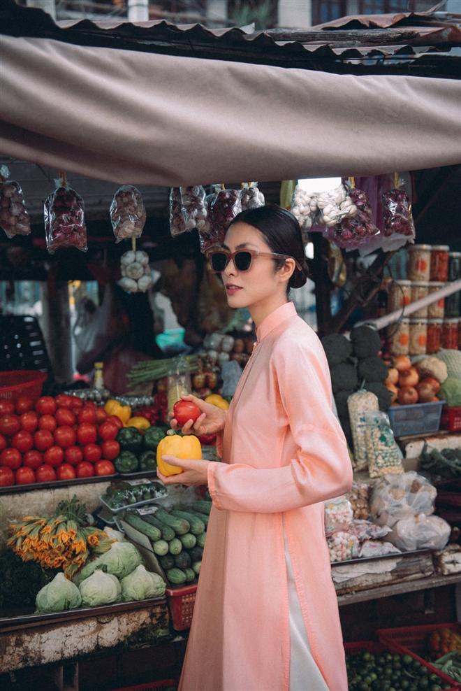 Tăng Thanh Hà diện áo dài sánh bước cùng người mẫu Quang Tuyến - Ảnh 9.
