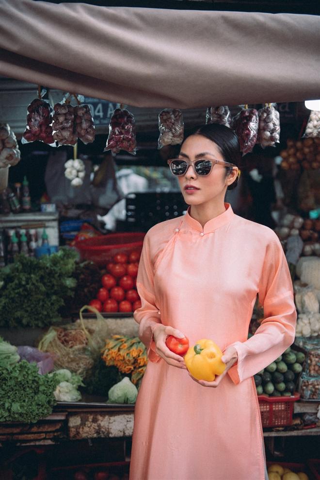 Tăng Thanh Hà diện áo dài sánh bước cùng người mẫu Quang Tuyến - Ảnh 8.