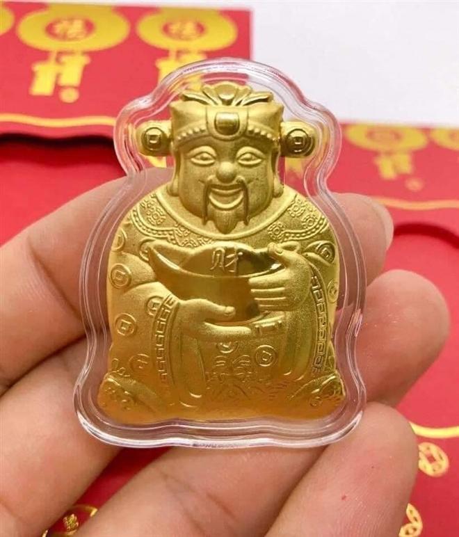 Ngày vía Thần Tài: Ngoài vàng, còn những mặt hàng nào hút khách? - Ảnh 2.