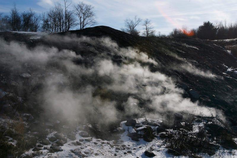 Cuộc sống khó tin ở thị trấn 'ma' bốc cháy âm ỉ suốt 60 năm - Ảnh 3.