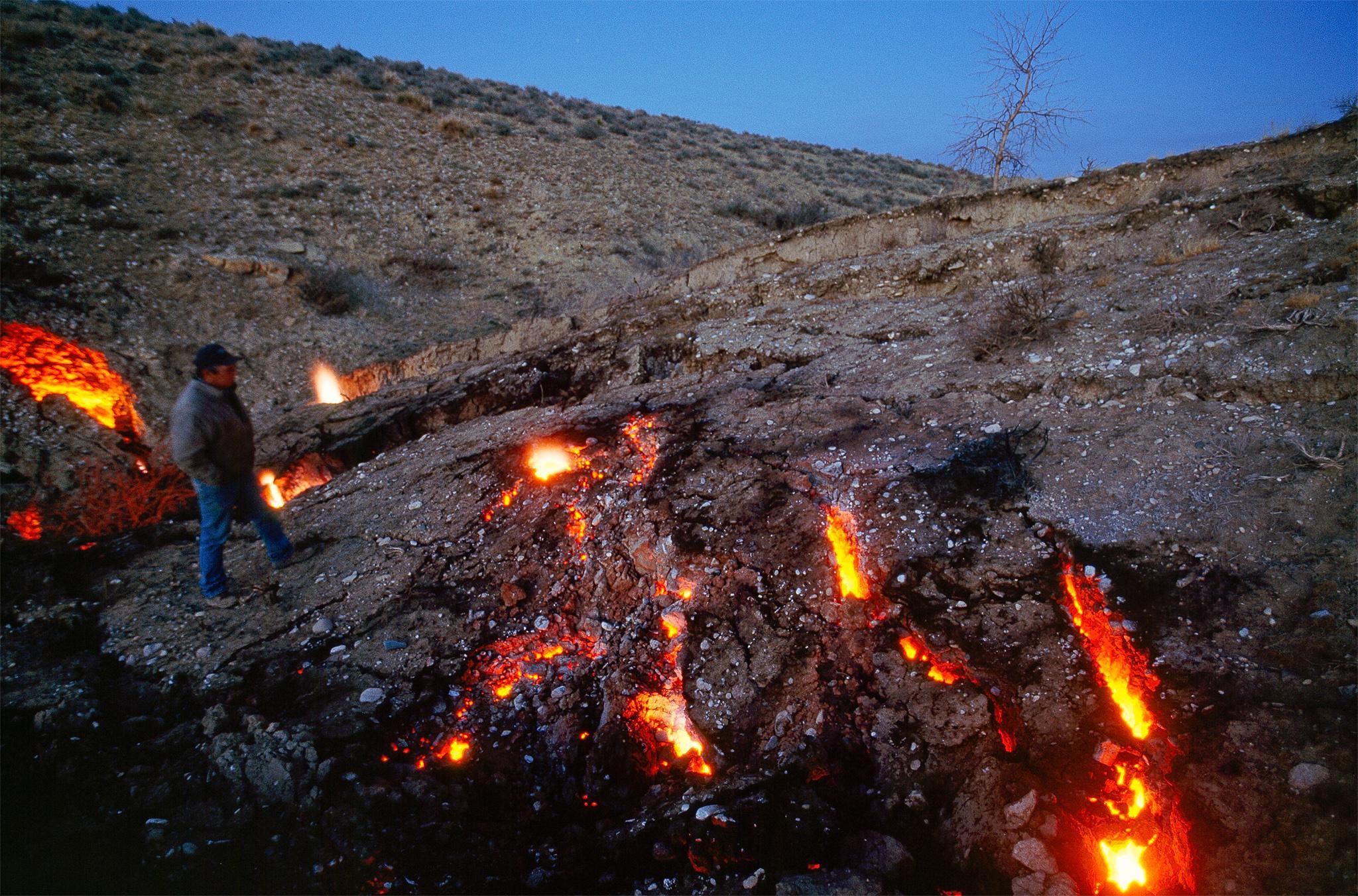 Cuộc sống khó tin ở thị trấn 'ma' bốc cháy âm ỉ suốt 60 năm - Ảnh 7.