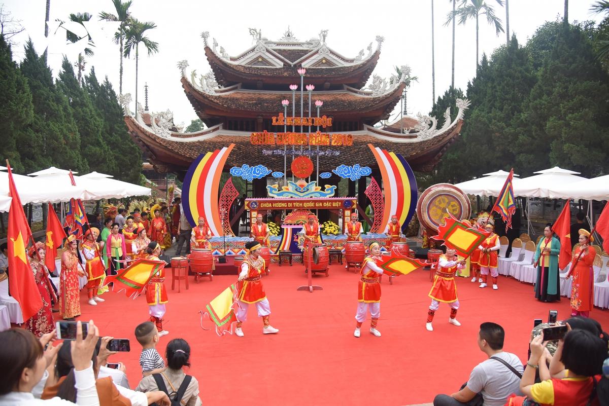 Mùa lễ hội xuân Tân Sửu yên ắng vì dịch Covid-19 - Ảnh 2.