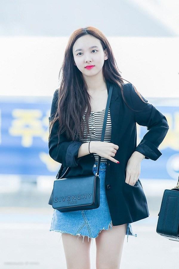 10 set đồ sang chảnh của sao Hàn, nàng mặc đẹp ngày Hà Nội mưa lạnh - Ảnh 2.