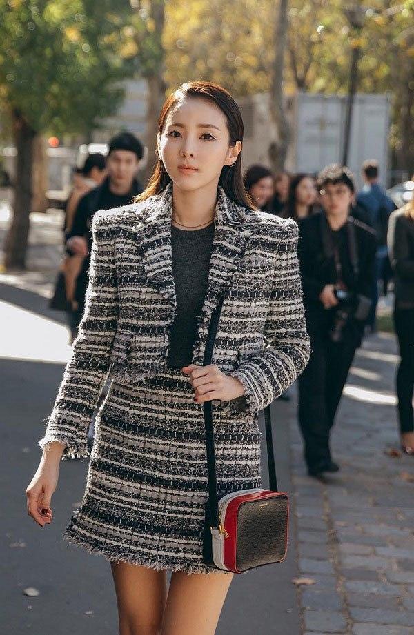 10 set đồ sang chảnh của sao Hàn, nàng mặc đẹp ngày Hà Nội mưa lạnh - Ảnh 3.