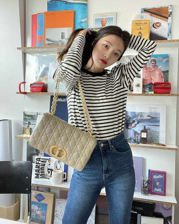 10 set đồ sang chảnh của sao Hàn, nàng mặc đẹp ngày Hà Nội mưa lạnh - Ảnh 4.
