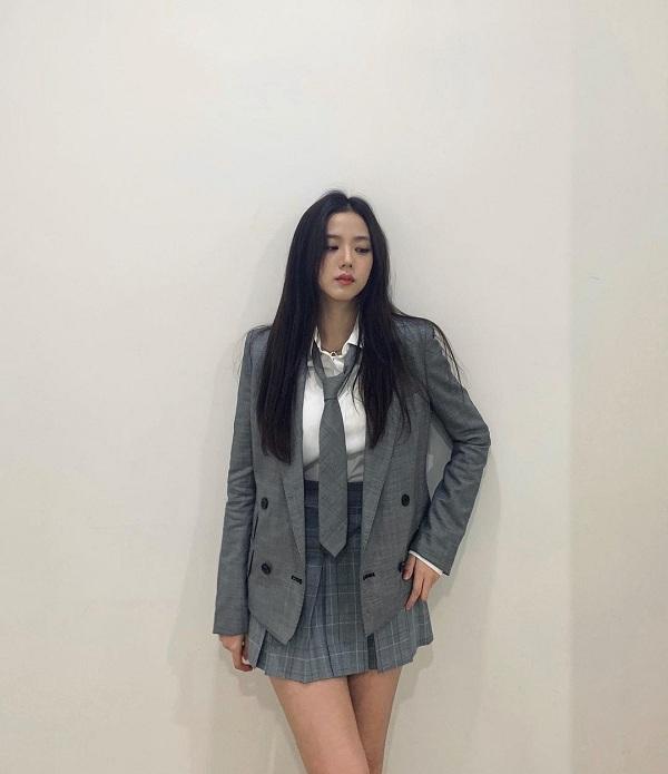 10 set đồ sang chảnh của sao Hàn, nàng mặc đẹp ngày Hà Nội mưa lạnh - Ảnh 5.