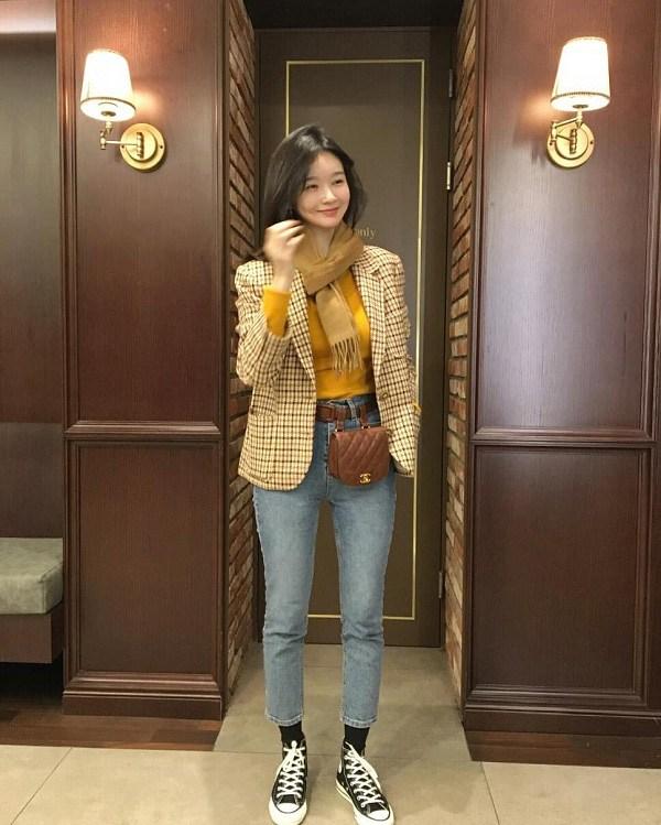 10 set đồ sang chảnh của sao Hàn, nàng mặc đẹp ngày Hà Nội mưa lạnh - Ảnh 7.