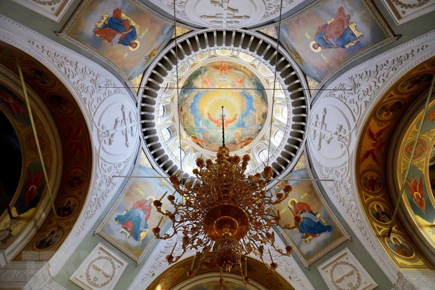 Ngôi đền thiêng của những người thợ rèn súng Kalashnikov - Ảnh 4.