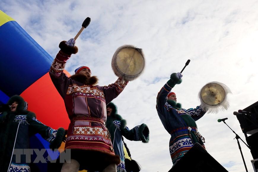Rực rỡ sắc màu lễ hội người chăn hươu phương Bắc Nga - Ảnh 1.