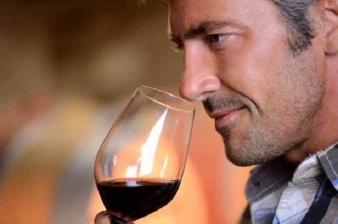 5 quy tắc cơ bản khi uống rượu vang - Ảnh 1.