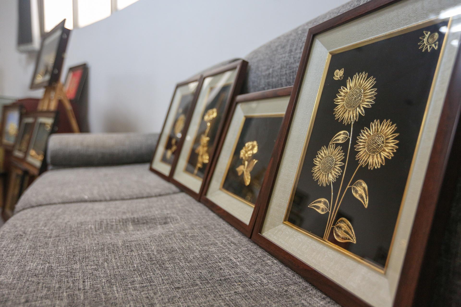 Hoa mạ vàng tiền triệu ngập tràn thị trường quà tặng ngày 8/3 - Ảnh 5.
