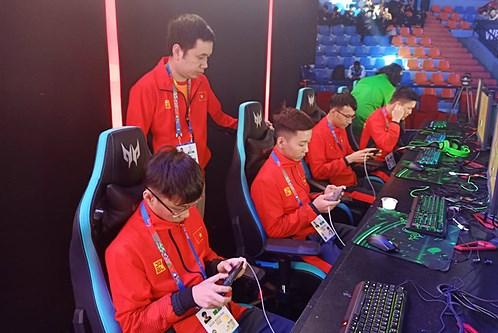 Thể thao điện tử thu hút giới trẻ, mở ra cơ hội hướng nghiệp - Ảnh 1.