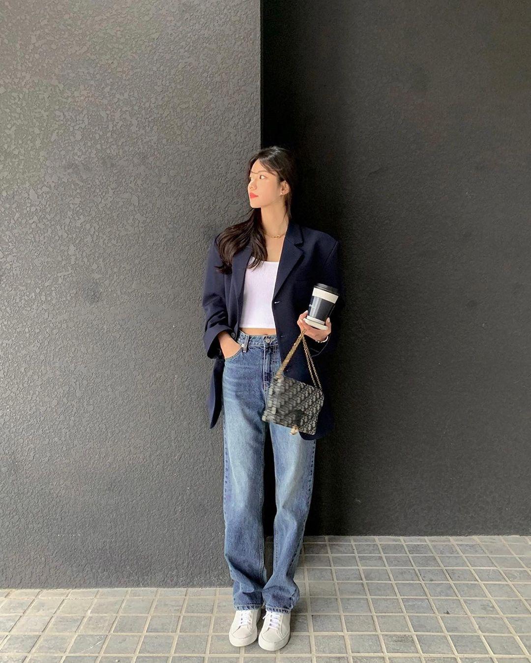 """Học nàng blogger Hàn cách diện jeans """"đỉnh của chóp"""": Vừa hack dáng vừa thanh lịch để diện đến sở làm - Ảnh 5."""