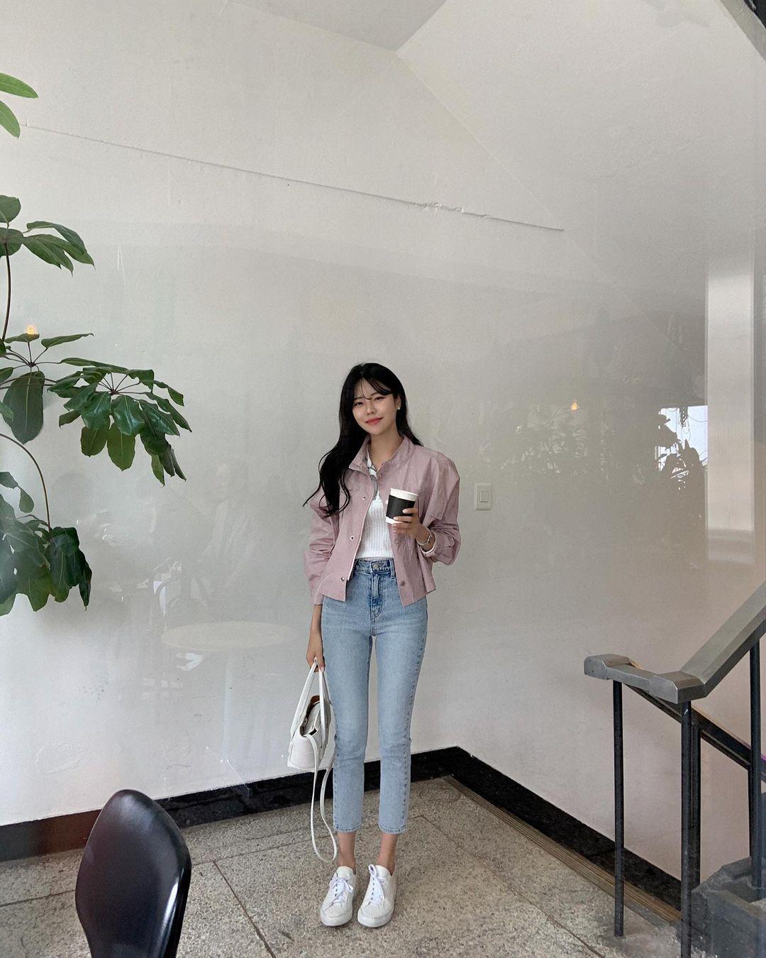 """Học nàng blogger Hàn cách diện jeans """"đỉnh của chóp"""": Vừa hack dáng vừa thanh lịch để diện đến sở làm - Ảnh 6."""