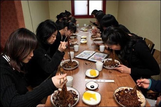 Tại sao dân FA ăn mỳ tương đen vào ngày Valentine đen 14/4? - Ảnh 2.